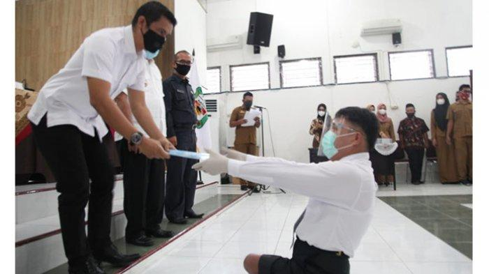 Buktikan Penyandang Disabilitas Bisa Bersaing, Aston Sianturi Lulus Sebagai PNS Pemko Siantar