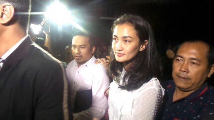 Atiqah Hasiholan Diperiksa Polisi 4,5 Jam terkait Kasus Hoaks Ratna Sarumpaet