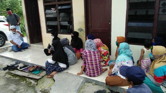Ketua Komisi II DPRD Medan Datangi Warga Denai yang Tak Mendapat Bansos Covid-19