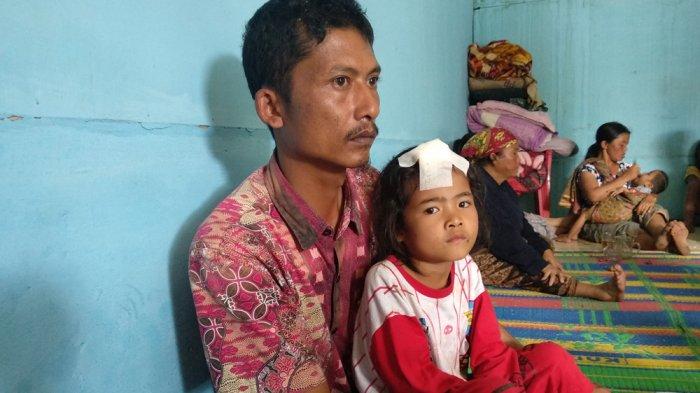 Romaulina, Anak Kecil Korban Puting Beliung Tak Beranjak Dari Pangkuan Ayahnya