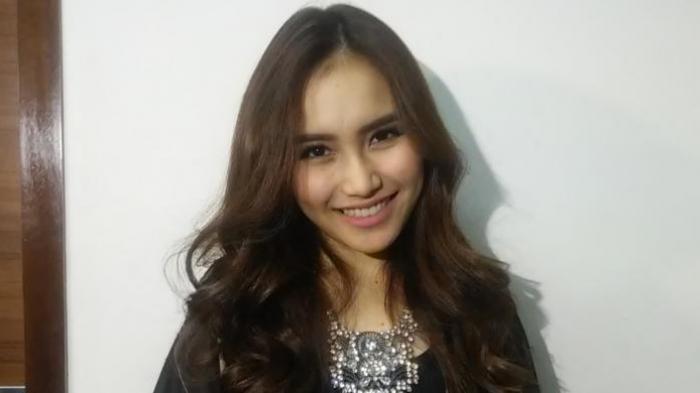 Ayu Ting Ting meluncurkan single keduanya, Sambalado, di gedung Annex, Kebon Jeruk, Jakarta Barat, Senin (7/9/2015) siang.