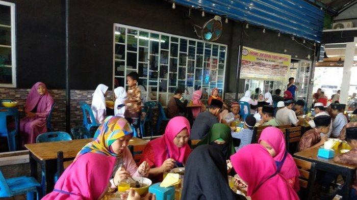 TFC Premium: Bakso Jorjoran Berbagi Bersama 75 Anak Yatim Piatu di Medan