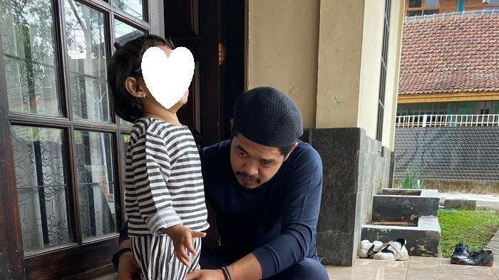 Bambang Pamungkas yang Sedang Mengurus Anak dari Pernikahan Siri dengan Amalia Fujiawati