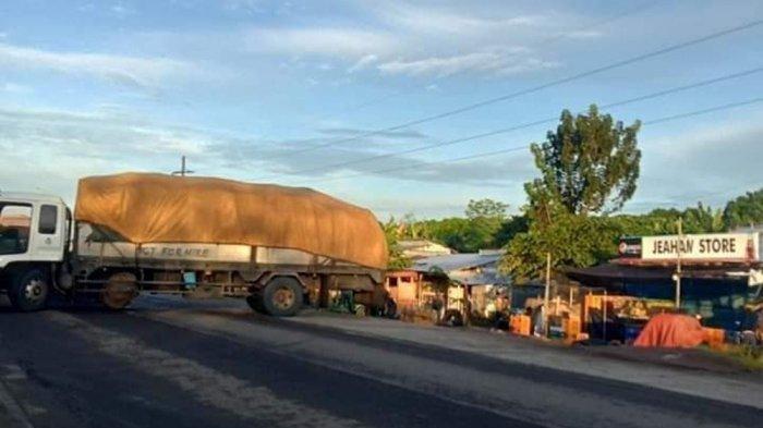 Truk digunakan teroris BIFF menghalangi jalan masuk ke Kota Datu Paglas