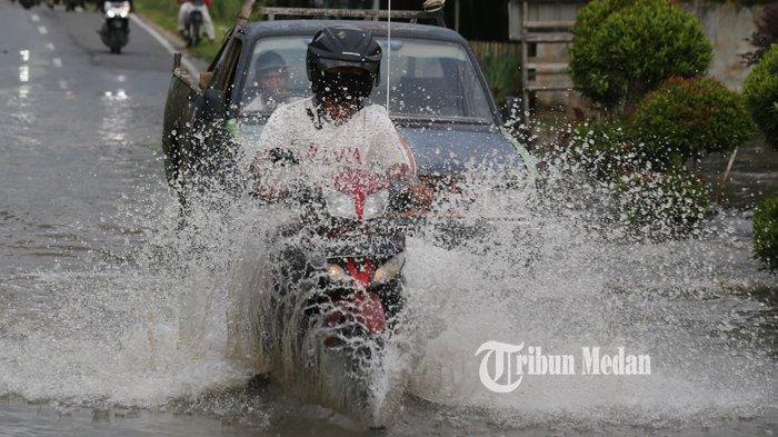 Berikut Ini Tips Berkendara dan Teknik Cara Pengereman Motor Agar Tak Celaka di saat Musim Hujan