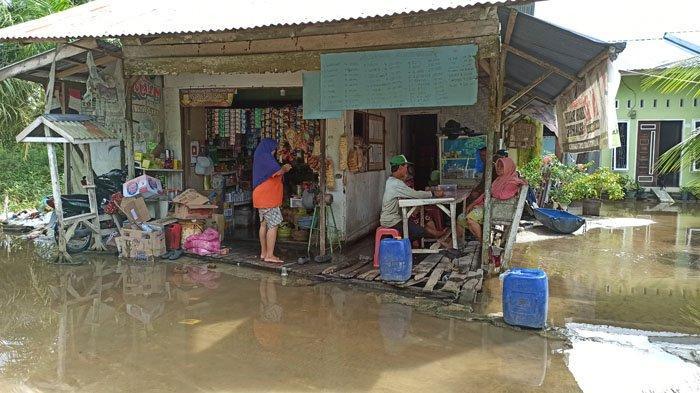 Setengah Bulan Dikepung Banjir, Warga Keluhkan Beragam Penyakit