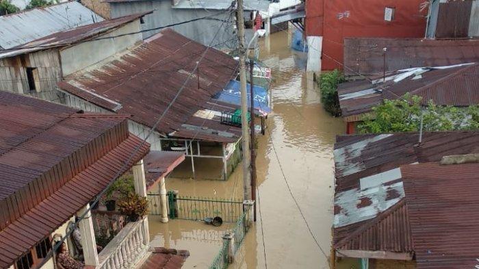 Air Sungai Deli Naik, Ratusan Rumah Warga Terendam Banjir di Medan