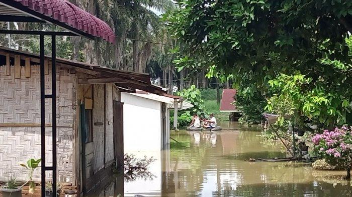 Rumah Warga Direndam Banjir, Lurah Sinaksak Sebut Tak Bisa Salahkan PT KAI