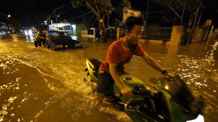 Breaking News Dilanda Hujan Deras Medan Johor Terendam Banjir Tribun Medan
