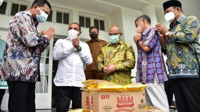 Gubernur Terima Bantuan 20 Ribu Liter Minyak Goreng, Disalurkan ke Masyarakat Terdampak Covid-19