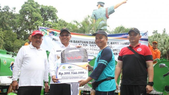 Pemko Medan Terima Bantuan Lima Unit Becak Tangki Bermotor dari Bank Sumut