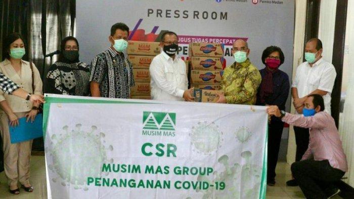 Terima Bantuan Musim Mas, Wali Kota Medan Minta Warga Selalu Gunakan Masker dan Jaga Jarak Aman