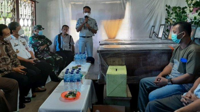 Jasa Raharja Serahkan Santunan Istri dan 3 Anak Yaman Zai, Korban Jatuhnya Sriwija Air