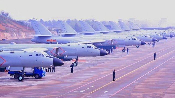 Barisan pesawat pembom H-6K China