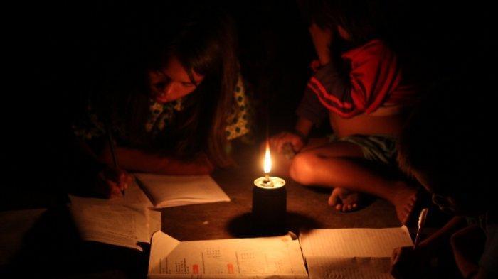 Belajar Malam Gelap-gelapan, Esok Harinya ke Sekolah Naik Gunung Turun Lembah