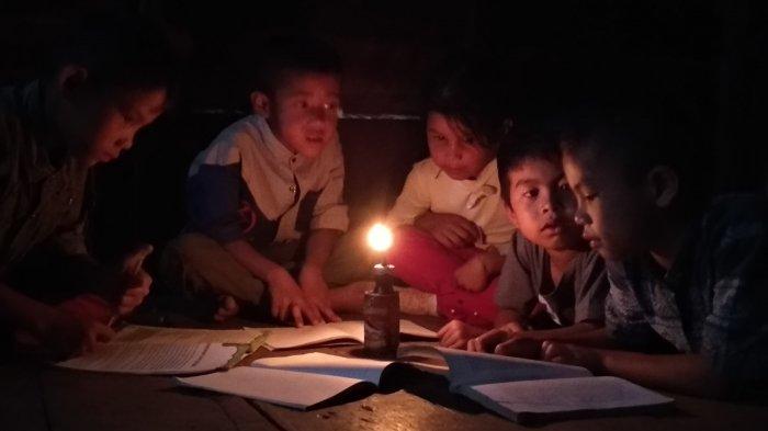 Miris, Hanya Berjarak 5 KM dari Kantor Bupati, Tapi Sejak Indonesia Merdeka Kampung Ini Gelap Gulita