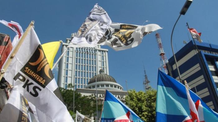 Ragam Atribut Hiasi Demo Pendukung Prabowo-Hatta di MK