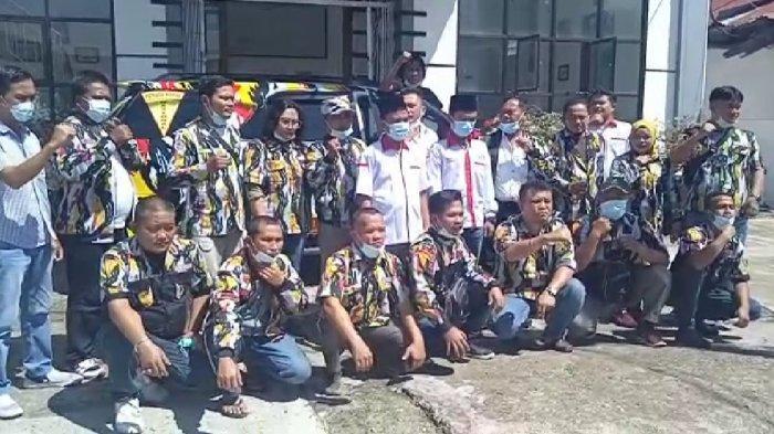 Lintas elemen/organisasi masyarakat, yaitu DPC PKN Deliserdang, Taruna Merah Putih (TMP) Deliserdang, Serikat Media Siber Indonesia (SMSI), dan Ikatan Sarjana Al-Washliyah (ISARAH) Kota Medan menggelar bakti sosial di Deliserdang dalam rangka memperingati Hari Lahir Pancasila & Haul Bung Karno.