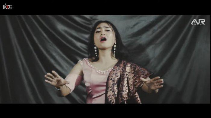 Lirik Lagu Karo Tedeh Ateku Kena by Trisna Shinta