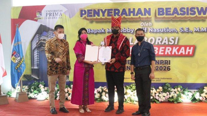 Universitas Prima Indonesia Menobatkan Bobby Nasution sebagai Tokoh Peduli Pendidikan