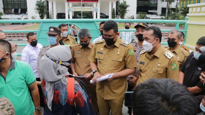 Bobby Nasution Mendengar Keluhan Warga Medan Belawan saat Demo Dibalai Kota