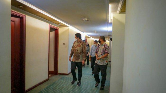 Wali Kota Medan Bobby Nasution meninjau tempat isoma bagi pasien Covid-19 bergejala ringan di eks Hotel Soechi Internasional, Jalan Cirebon, Kota Medan.