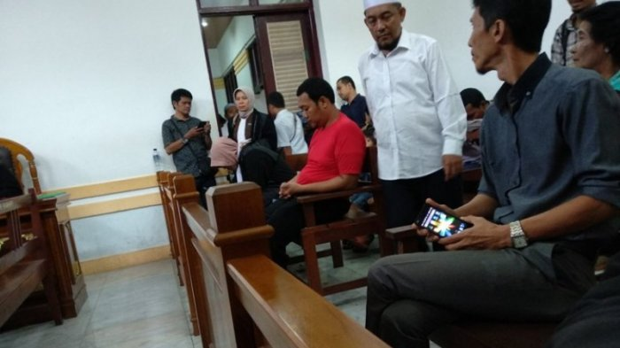 Oknum Polisi Perobek Al Quran Mengaku Bersalah dan Divonis 16 Bulan