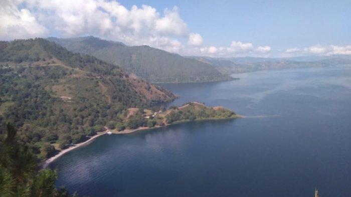 Bukit Singgolom, Hipnotis Pengunjung dengan Keindahan Danau Toba