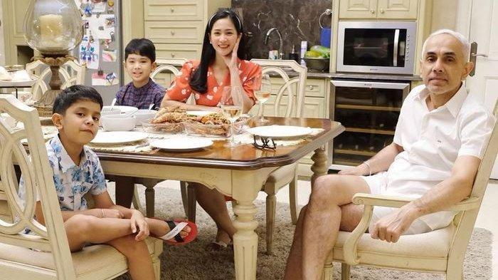 Bunga Zainal Buka-bukaan Segini Jatah Bulanan dari Suami