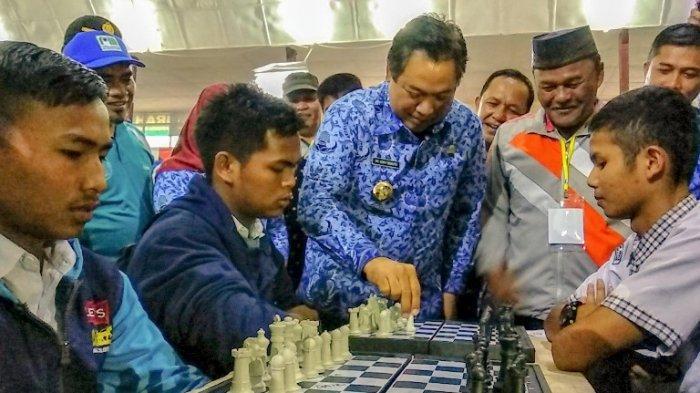 Siswa dan Bapak-bapak Beradu Kemampuan, Turnamen Catur Dispora Dairi