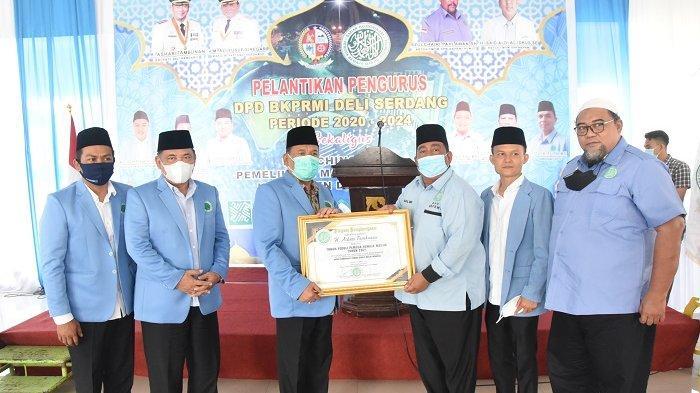 Terima Penghargaan Tokoh Peduli Pemuda Remaja Masjid, Bupati Ashari Apresiasi BKPRMI