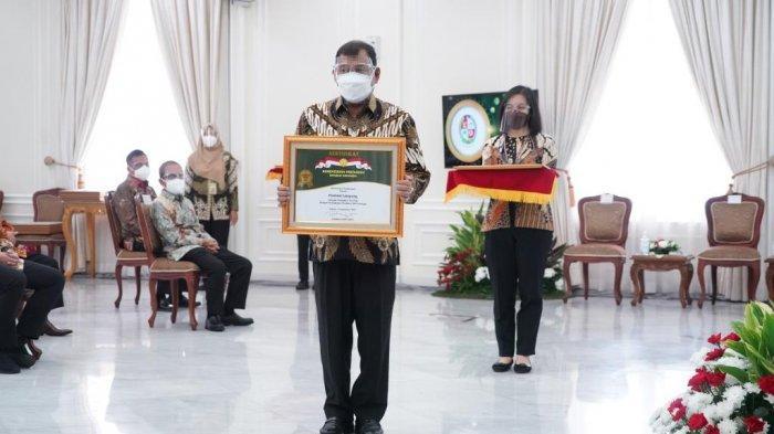 Bupati Deliserdang Terima Penghargaan Abdi Bakti Tani 2021, Wapres: Anda Telah Bekerja Keras