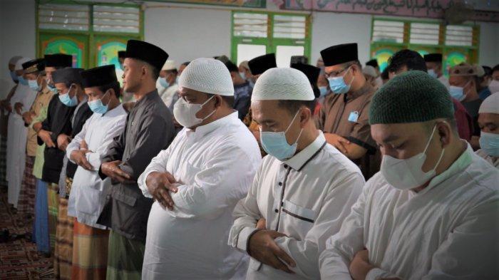 Bupati Langkat Bersama OPD Salat Gaib untuk H Anif Shah, Minta Warga Doakan Ayah Wagubsu