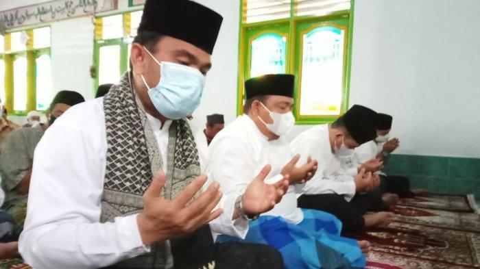 Potret Bupati Langkat Salat Id Idul Adha Berjemaah saat Pandemi, Terapkan Protokol Kesehatan