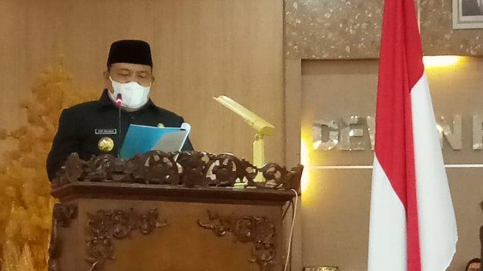 Bupati Langkat, Terbit Rencana PA menyampaikan pidato saat Sidang Paripurna DPRD Langkat.