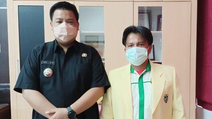Bupati Samosir Vandico Gultom bersama Ketua Pemuda Katolik Samosir, Lumban Simare-mare, Rabu (14/7/2021)