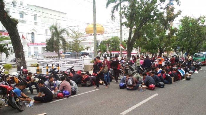 Buruh Demo, Sebagian Ruas Jalan Diponegoro Dialihkan