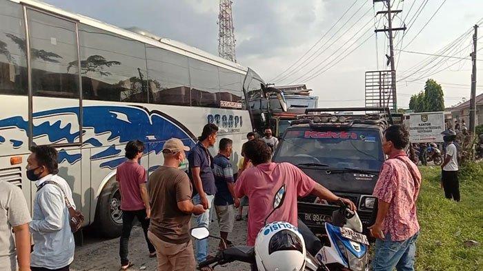 Kecelakaan Beruntun di Jalinsum Asahan, Bus Rapi Melaju Kencang lalu Hantam 4 Mobil