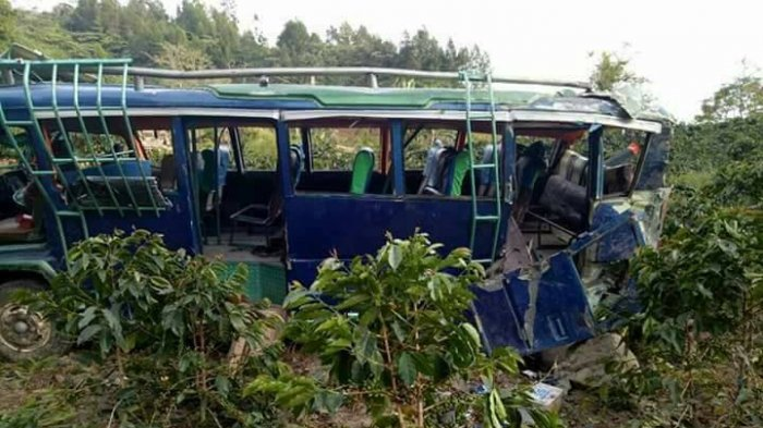 Bus Sekolah Terguling Masuk Jurang, Bocah Ini Merangkak untuk Selamatkan Diri