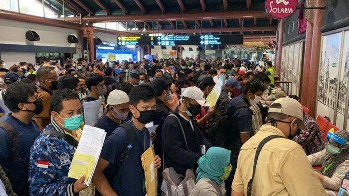 Calon penumpang membludak di Bandara Soekarno Hatta, Kamis (14/5/2020) lalu.