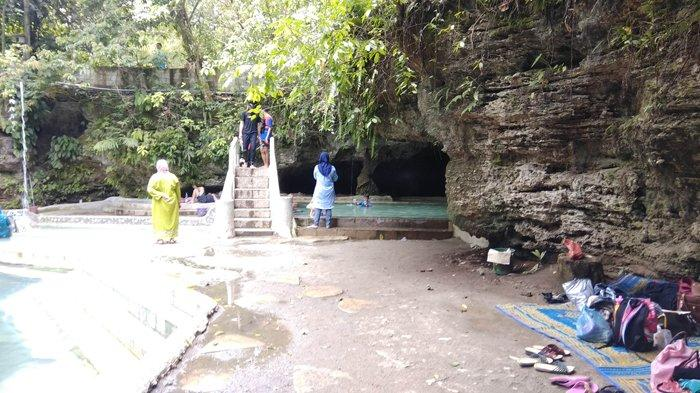 Cave And Hot Springs Goa Ergendang