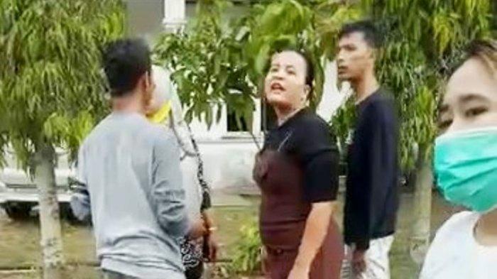 Diancam Bunuh dan Santet, Emak-emak Pemilik Arisan Online Dimassa Anggotanya
