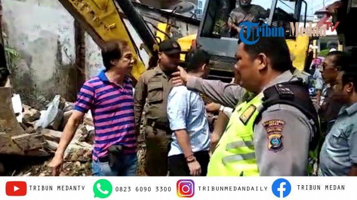 Breaking News: Warga Adang Ekskavator Satpol PP yang Robohkan Bangunan Ilegal di Pasar Timah