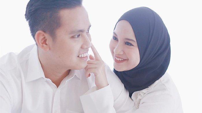 Artis Cantik Ini Rela Lepas Kemewahan di Jakarta Demi Ikut Suami,Tampil Sederhana Saat Salat Tarawih