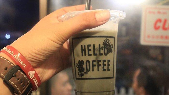 Sajian Kopi dengan Arang di Hello Coffee