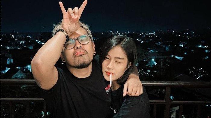 Foto mesra Coki Pardede dengan kekasih, Firsabila. Kekasih Coki Pardede mengungkap fakta sebenarnya atas tudingan dari polisi.