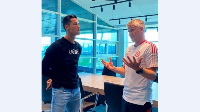 Cristiano Ronaldo akhirnya datang untuk pertama kalinya setelah 12 tahun ke pusat latihan Manchester United di Carrington.
