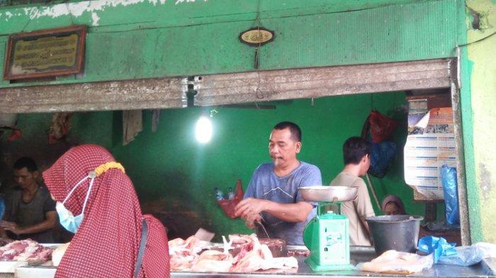 Harga Daging Masih Tinggi di Pusat Pasar Medan, Harga Cabai Merosot