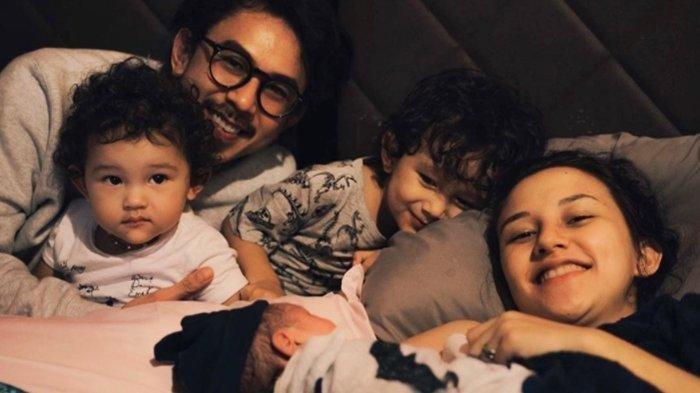 Dahlia Poland melahirkan anak ketiga