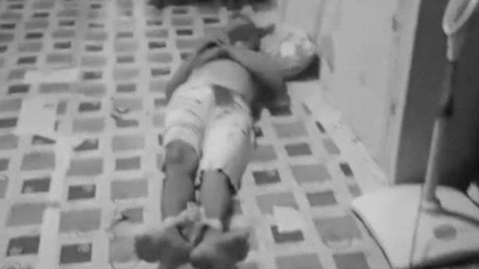 BREAKING NEWS GEMPAR, Seorang Lelaki Ditemukan Bersimbah Darah Diduga Korban Pembunuhan